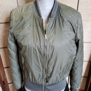 ARMY GREEN LIGHT PUFF JACKET SZ MED